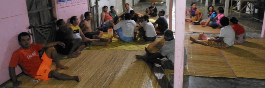 Salle principale dans une longhouse sur Bornéo